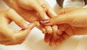 Limpia el pegamento para uñas con facilidad.