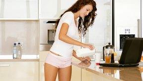 La leche entera es una rica fuente de proteínas.