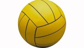Las pelotas de watepolo de hombres y mujeres requieren diferentes presiones de llenado.