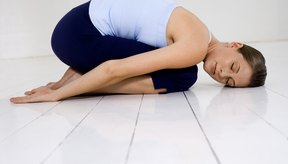 La postura del niño relajado ayuda a preparar los músculos para la mariposa.