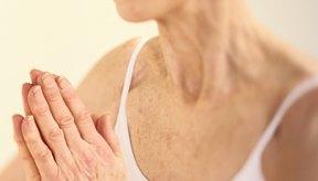El yoga puede ser muy útil para adultos mayores con artritis.