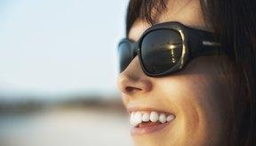 Las gafas de sol anchas equilibran una cara con forma triangular.