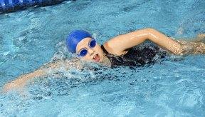 Los ejercicios cardiovasculares como nadar pueden ayudarte a quemar grasa de todo tu cuerpo.