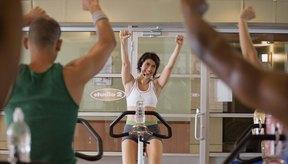 Únete a una clase de spinning para añadir algo de intensidad a tu rutina.