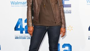 Laila Ali viste jeans ajustados y botas para la premiere de la película