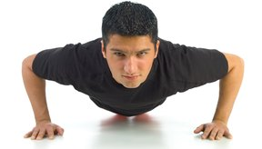 Para medir el avance de tus jugadores al realizar flexiones, realiza un conteo de cuantas pueden llevar a cabo en un minuto. Con el paso del tiempo el número de flexiones realizadas será mayor.