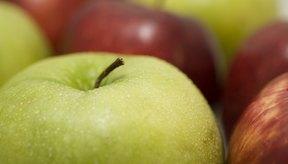 Manzanas frescas con gotas de agua.