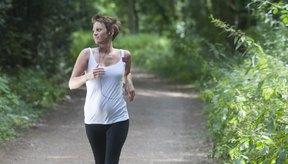 La caminata enérgica puede hacer que pierdas tantas calorías como cuando haces jogging.