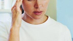 El efecto secundario más común de la indometacina es el dolor de cabeza.