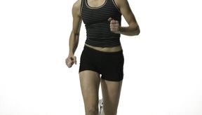 El tipo de fibras utilizadas en la ropa deportiva no es el único factor que ayuda a mantenerte fresca mientras haces ejercicio.