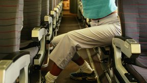 Estirate durante y despues del vuelo para prevenir y reducir hinchazón en la pierna.