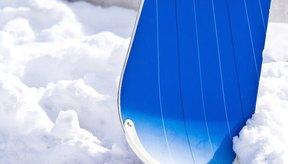 Corta las paredes laterales de tu tabla de snowboard para que se adapta mejor a tu estilo.