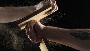 El chi concentrado permite romper tablas de madera con tu puño.