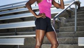 Mantenerte hidratado mientras corres puede ayudar a evitar las náuseas.