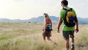 La mayoría de las personas queman 100 calorías si caminan una milla.