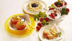 Un desayuno saludable con una variedad de alimentos provee la energía que tus compañeros de trabajo necesitan para el día.