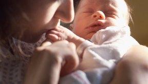 Para los nuevos padres puede ser estresante saber qué cantidad de leche le deben dar a su nuevo bebé.