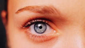 Si entra en contacto con tus ojos es muy peligroso pues podría llegar a causarte ceguera.
