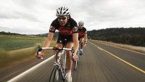 El ciclismo quema calorías rápidamente con un mínimo impacto en tus articulaciones inferiores del cuerpo.