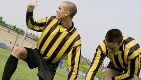 Tomar un balón con el pecho en un deporte como el fútbol puede causar costocondritis.