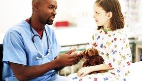 Un análisis de sangre permite determinar los niveles de creatinina del niño.