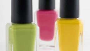 Usa esmalte de uñas como una manera de personalizar.