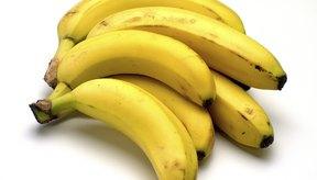 Consume alimentos bajos en fibra como bananas para el tratamiento de la diarrea.