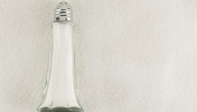 Beber gran cantidad de agua puede ayudarte a deshincharte.