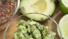 El guacamole, un platillo hecho con aguacate (avocado), es rico en vitamina E.