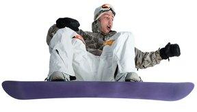 Mantén tu cuerpo centrado sobre la tabla para aterrizar plano sobre la caja.