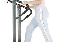 La habilidad de agregar una inclinación a tu entrenamiento en la cinta puede hacerla más eficiente para la quema de calorías que una máquina de remo.