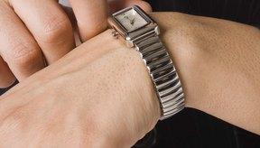 Reemplaza esta vieja malla de reloj ajustable para cambiar su apariencia.