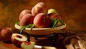 Un durazno es un postre más nutritivo que un cobbler de durazno, pero ambos pueden encajar en tu dieta.