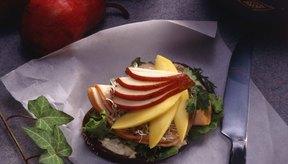El mango es una fruta tropical que no contiene ácido cítrico.