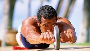 Usa un rodillo para abdominales en etapas, a medida que construyes tu fuerza abdominal.