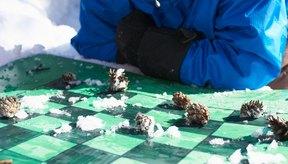 Disfruta de un día jugando en la nieve con tu pequeño.