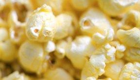 Las palomitas de maíz infladas en lugar de las versiones para el microondas pueden ayudarte a mantener a raya la cantidad de calorías que consumes.