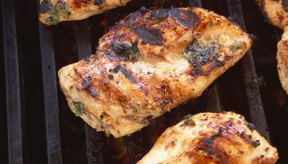 El pollo o pavo sin piel, puede prepararse a la parrilla.
