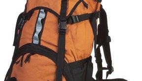 Una cadena margarita consiste de lazos verticales de correa para asegurar elementos a la mochila.