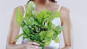 Las hojas de remolacha contienen nutrientes poderosos que también ayudan a proteger el cuerpo contra las enfermedades del corazón.