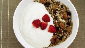 Los probióticos están presentes en el yogur y otros productos lácteos y son parte del proceso de fermentación.