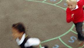 Los juegos pueden ser una manera divertida para que tu hijo pueda aprender a obedecer a las personas que están a cargo.