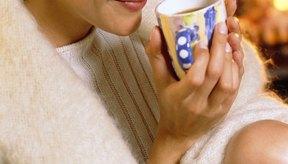 El té de raíz de regaliz es un remedio a base de hierbas dulces y calmantes para las membranas mucosas secas irritadas, tos, dolor de garganta y malestar de estómago.
