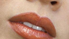 Elimina los puntos negros de los labios.
