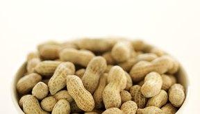 Puedes asar cacahuetes con cáscara o sin cáscara.