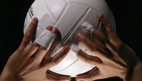 La pelota debe rebotar de las manos o sino el acarreo será cobrado.