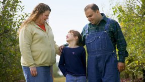 Cuando los padres son obesos, los riesgos de obesidad en los niños aumenta.