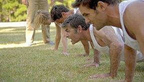 Las flexiones pueden jercitar tus hombros y brazos, junto con tu pecho.