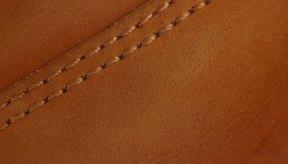 Las costuras de una cartera Chanel original son uniformes.