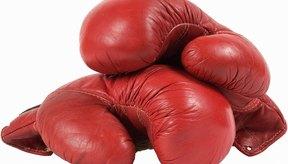 Los guantes con mucho acolchado ofrecen más protección y menos poder que los más pequeños.